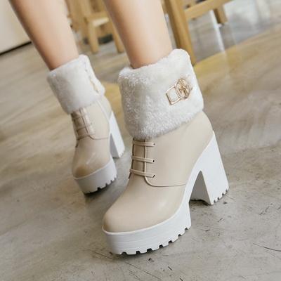 4f22aded6dfa7a Любителькам всього незвичайного і навіть екстраординарного, варто цієї зими  поповнити свій гардероб стильними зимовими черевиками з дуже потужним  каблуком.