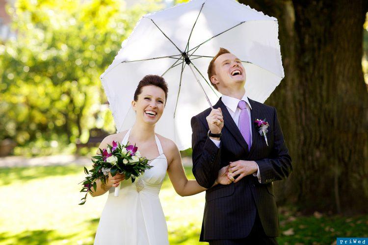 Для того щоб виділитися наречені підбирають для себе все частіше не  стандартні наряди. Тут головне не переборщити bf691deb86c8f