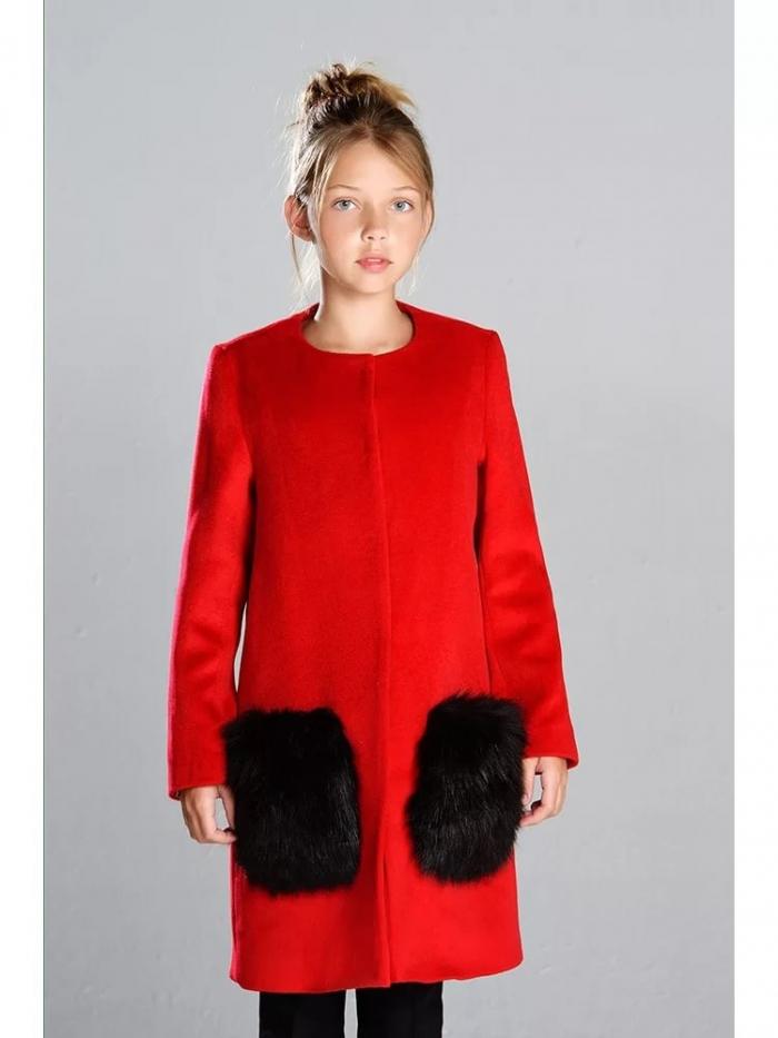 26941dc960 A tervezők megpróbálják használni, bárhol is engedélyezett: mandzsetta,  ujj, kapucnis, alsó kabát. Az új női kabát fotói 2017 őszén megtalálhatók a  ...