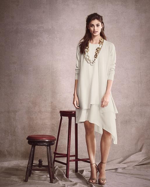 209036e131 Így kapsz egy alapvető dolgot, amit kombinálhatsz különböző klasszikus  stílusokkal - nadrág, szoknya, ruha. Tiszta, kötött gombok a gombokon  szépek, ...