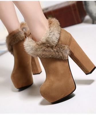 30f8488b49d2cb Для тих модниць, які, перш за все, цінують зручність і комфорт під час  носіння взуття, багатьма дизайнерами були продемонстровані модні зимові  черевики на ...
