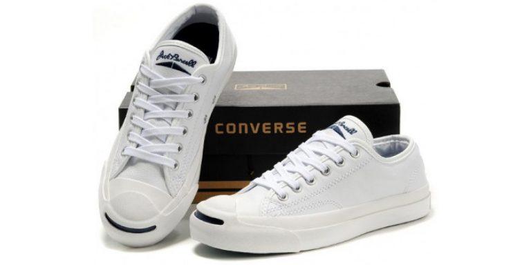 Тому кросівки і кеди в цьому кольорі можна знайти практично в кожній  лінійки взуття. Їх можна носити з будь-яким стильовим рішенням і одягом. ef0c2ee97f1d3
