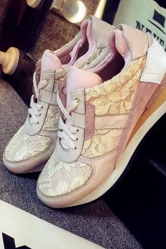 Взуття весна для жінок.   12 Чи не високі тонкі підбори. Весняна ... aca78420d0b45